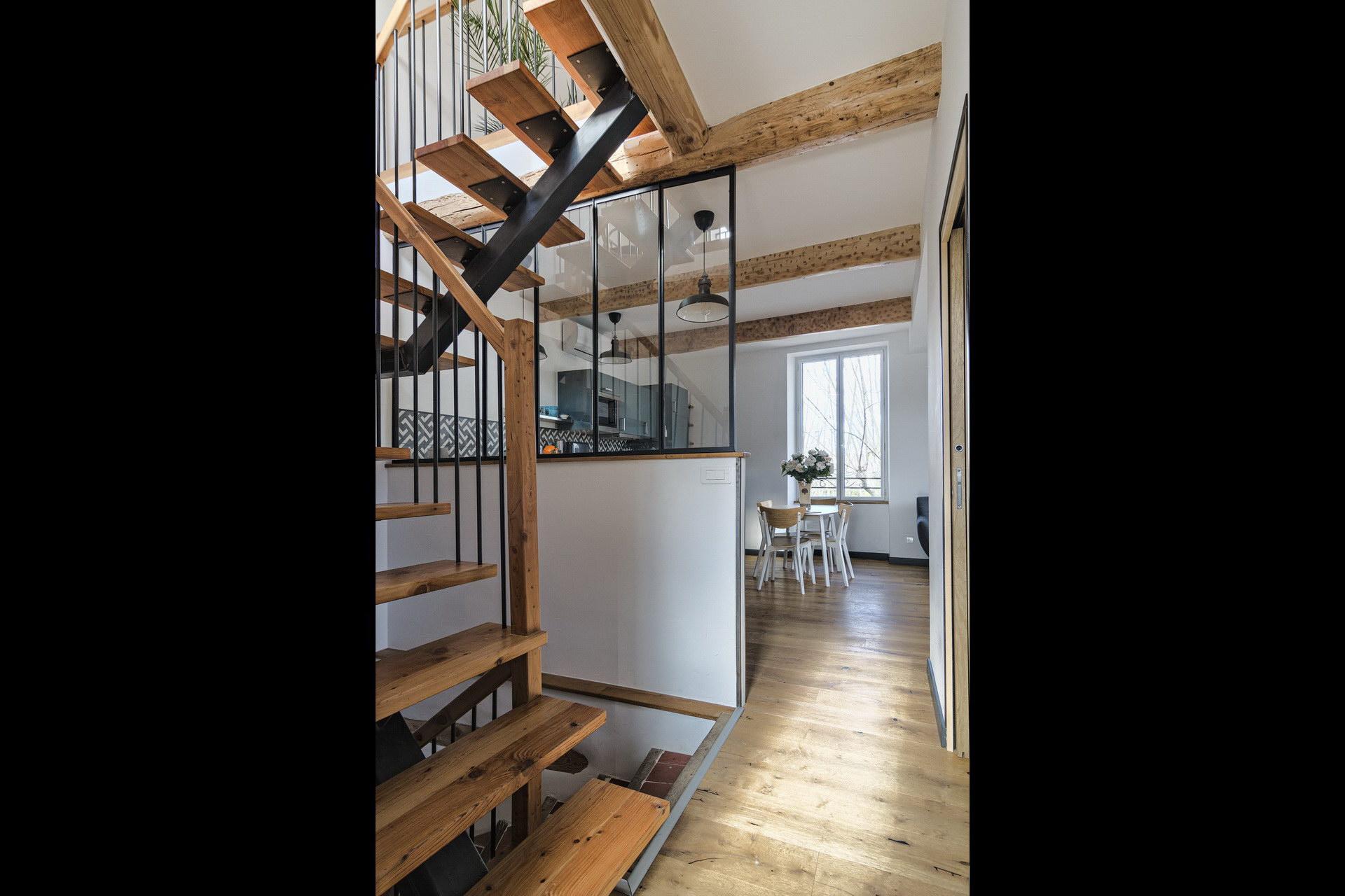 Appartement 4 personnes en location à forcalquier cuisine en duplex avec beaucoup de cachet