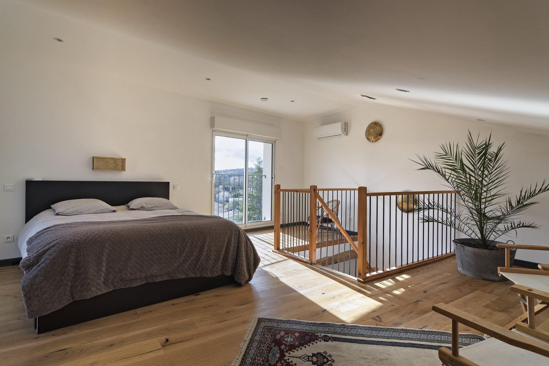 Appartement 4 personnes en location à forcalquier grande chambre avec vue et dressing