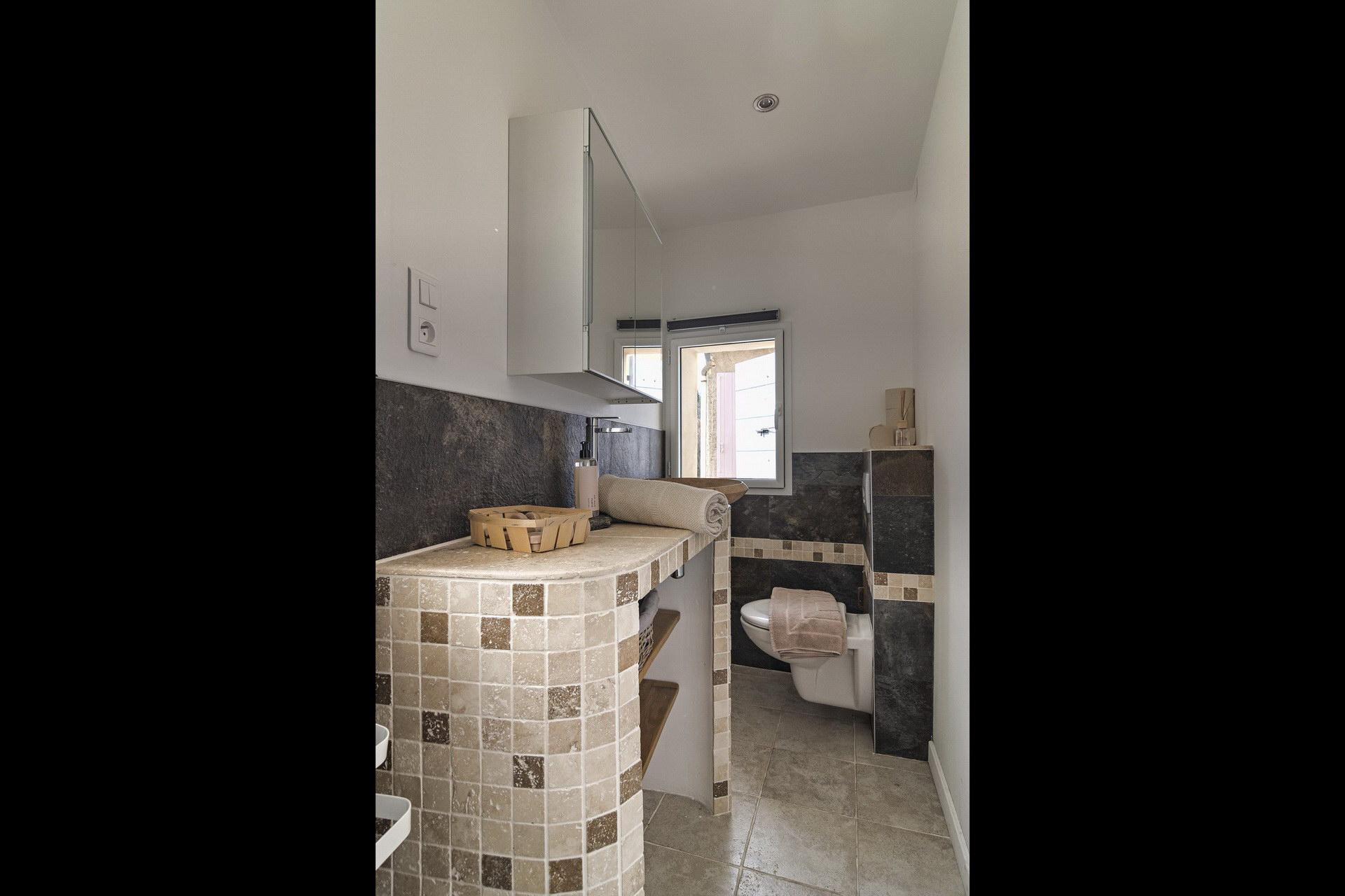 Appartement 4 personnes en location à forcalquier salle d'eau