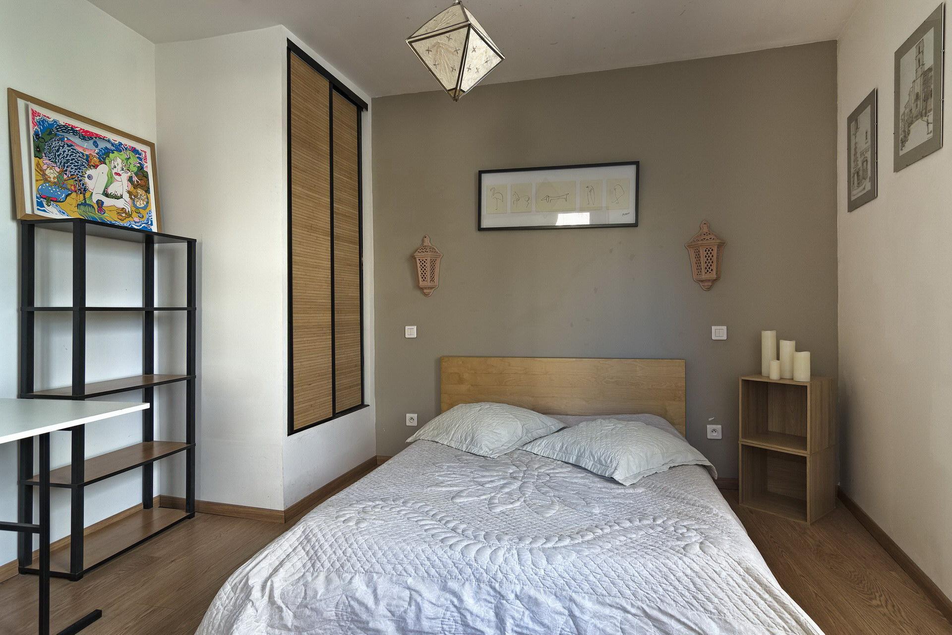 appartement de charme en location à Forcalquier 2 personnes chambre dédiée avec rangement