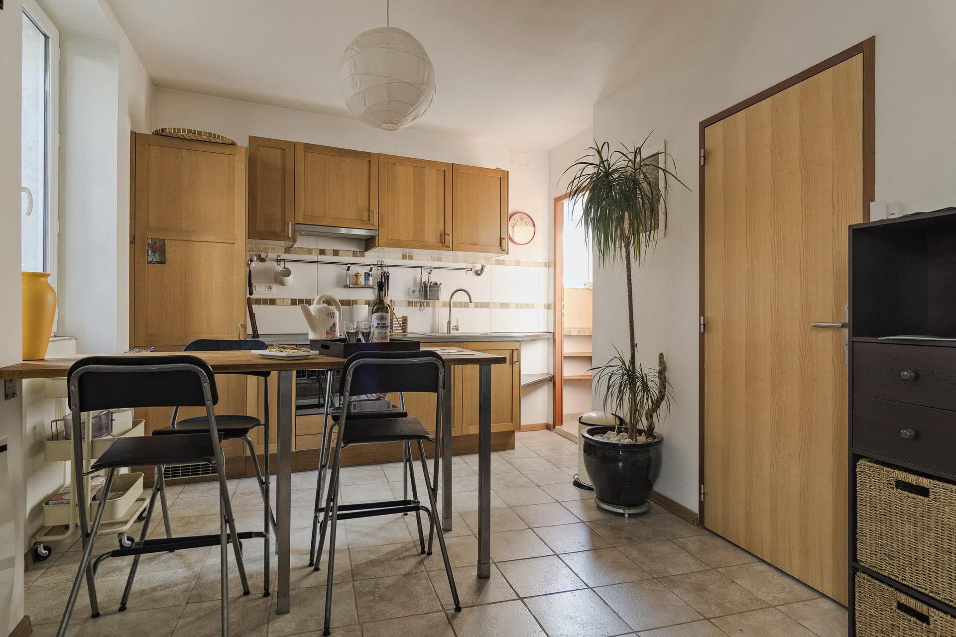 appartement de charme en location à Forcalquier 2 personnes cuisine ouverte équipée