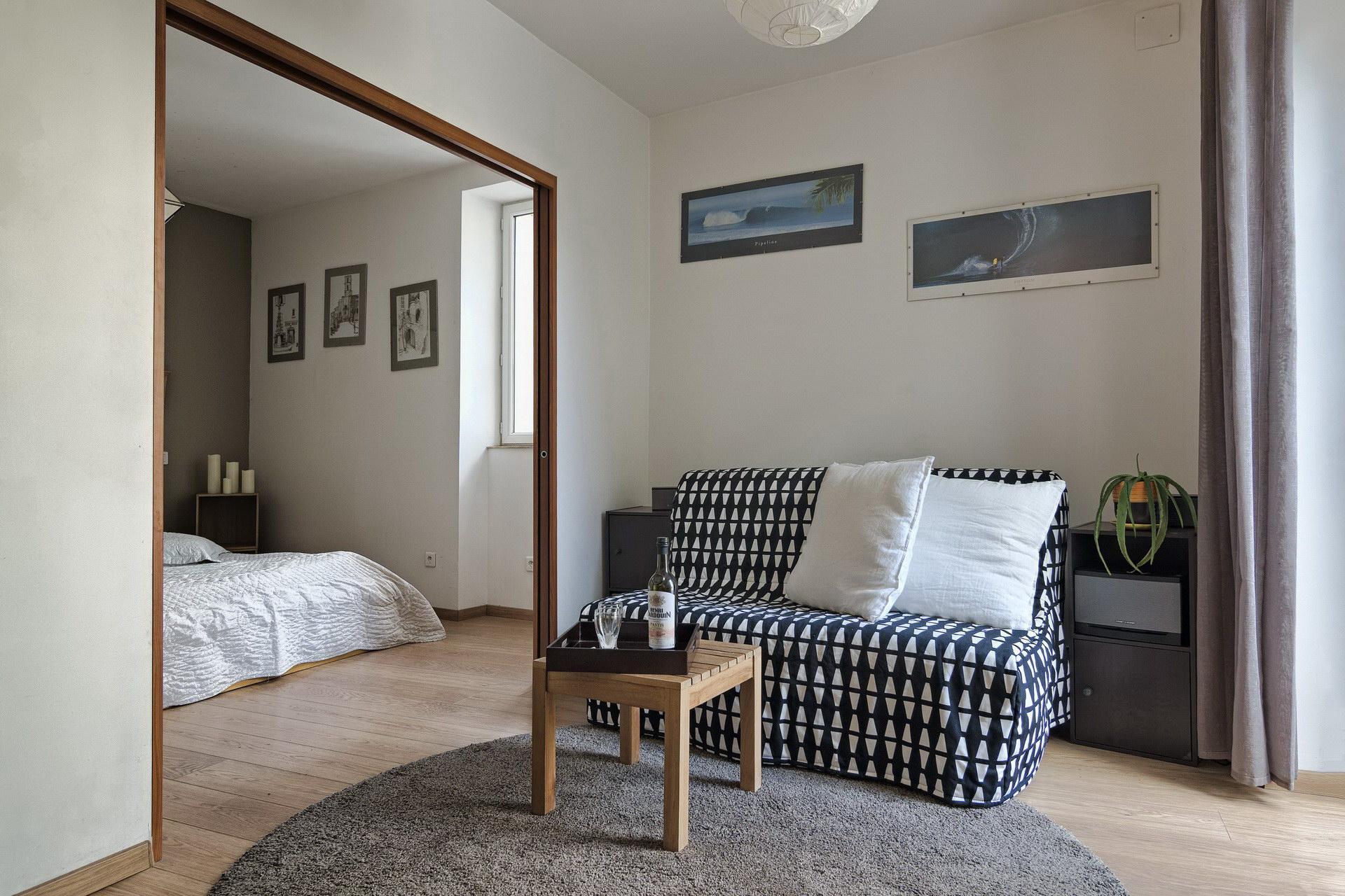 appartement de charme en location à Forcalquier 2 personnes grand séjour avec coin TV