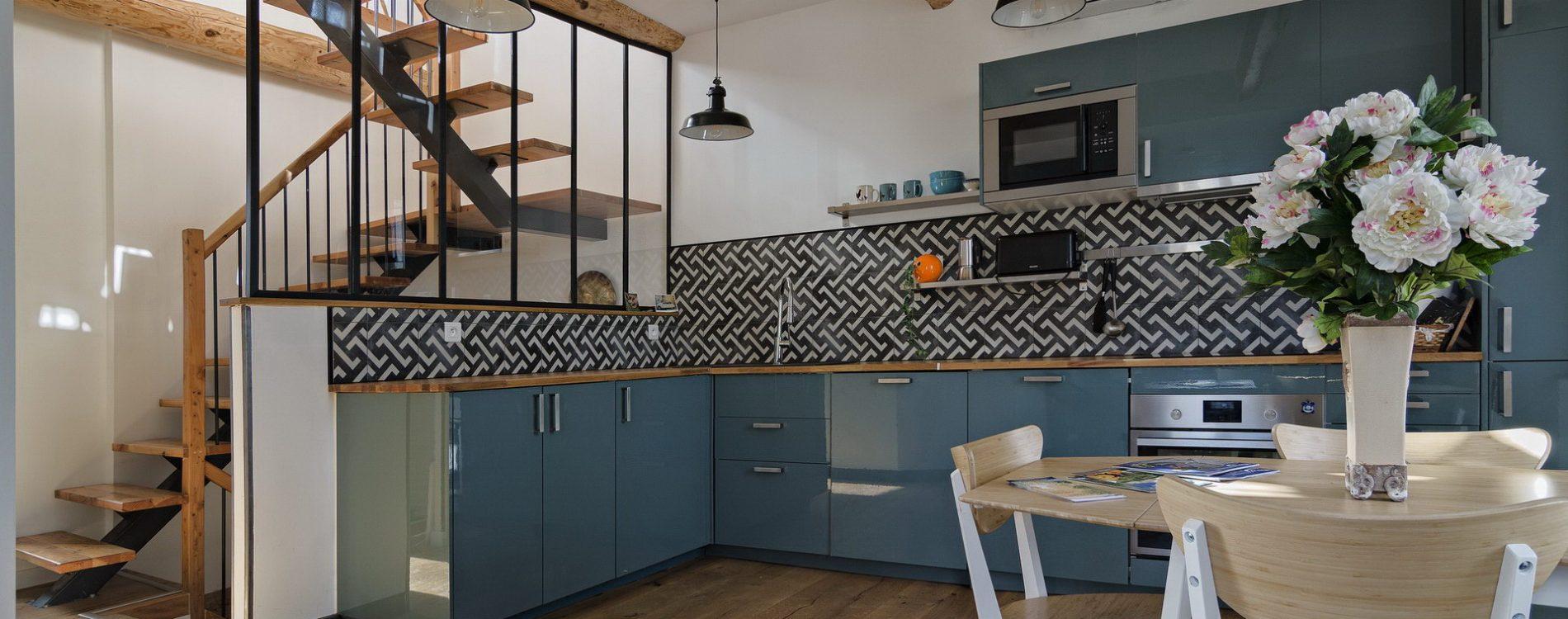 Appartement 4 personnes en location à forcalquier cuisine ouverte équipée