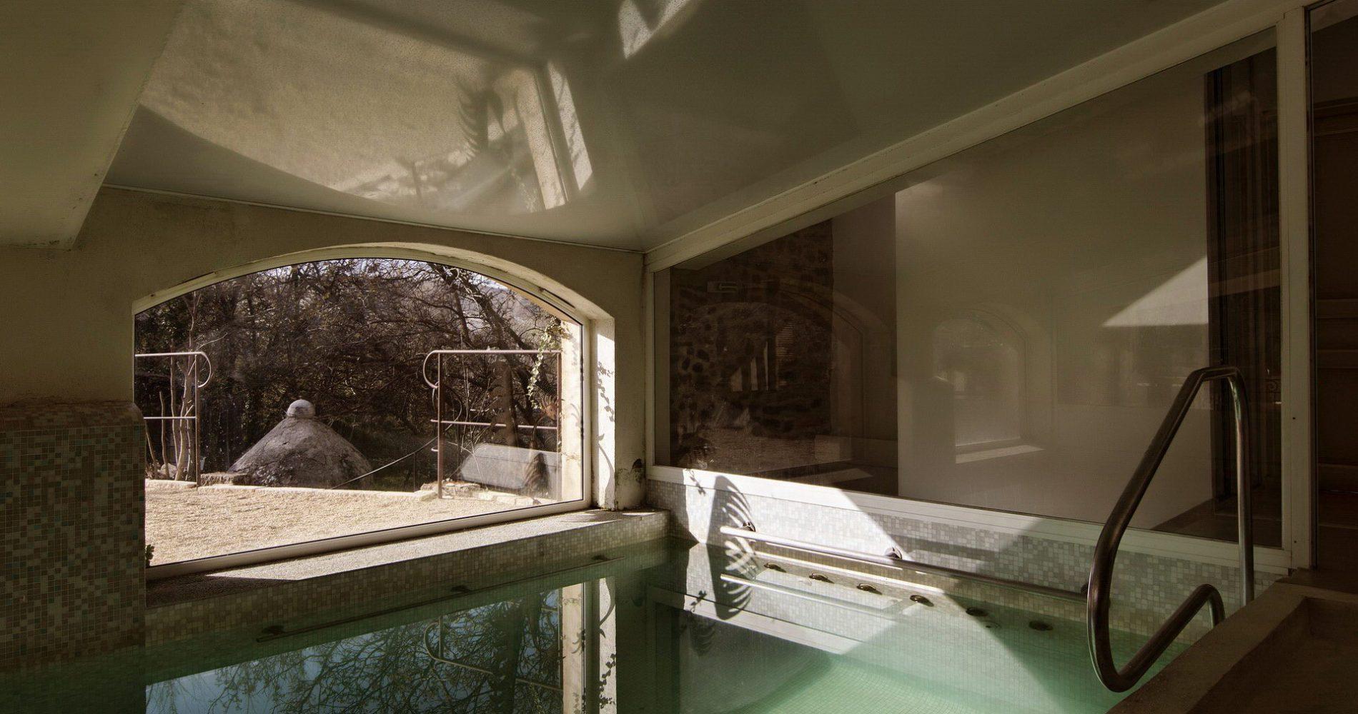 hotel-mas-pont-roman-piscine-interieure-chauffee-2